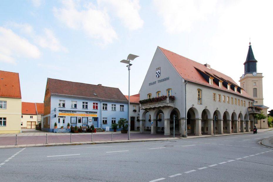 Trebbin Marktplatz mit Rathaus